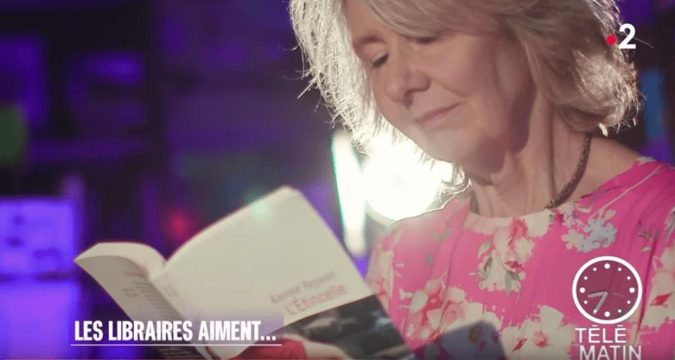 Nathalie Iris Lit Un Livre Dans L'émission Télématin