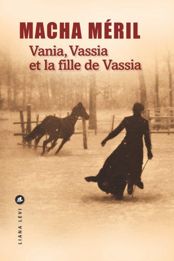 Couverture Du Livre De Macha Méril : Vania, Vassia Et La Fille De Vassia. Une Femme Cours Après Un Cheval Dans Un Bois